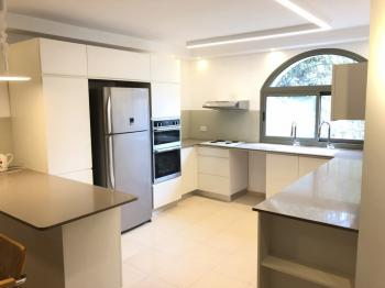 5br - Beautiful House in German Colony, Renovated, Balcony and Parking