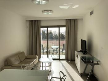 2br - Beautiful APT in Armon HaNatziv, Renovated, Private entrance Parking