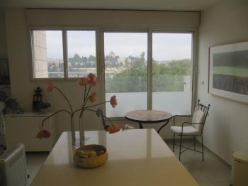 Three bedroom apt in Lev Rechavia