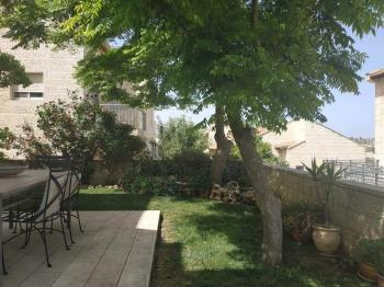 10 minutes from Jerusalem, Anatot, spectacular 7 room semi detached with a 250 meter garden