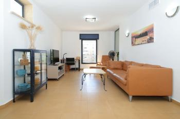 THE PINEAPPLE: AMAZING AND RENOVATED 5 ROOM Unfurnished APARTMENT