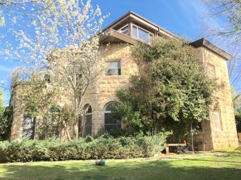 gorgeous house for sale in Neve Daniel