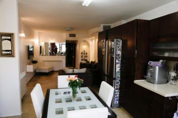beautiful oriental style renovated 5 bdr house