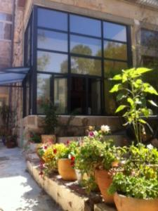 PESSACH, Juneת July & August in a Beautiful 3BR Garden Apt in Baka