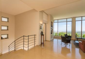 Moshav Shoresh, Spectacular 7 room villa, accessible with high end renovation and view to Tel Aviv
