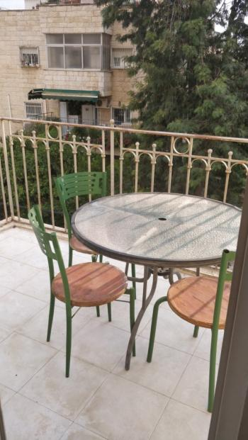 THE ZE'IRA - SPACIOUS, FURNISHED BALCONY, GREAT LOCATION!
