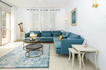 THE HARP - BRIGHT NEW 3 BR, SPACIOUS GARDEN, NEAR EMEK REFAIM