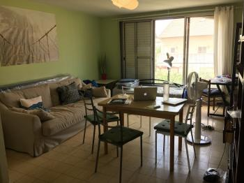 Spacious Bedroom in a Sunny Apartment (available for a female flatmate)