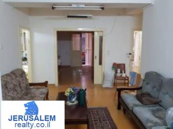 Downtown Jerusalem � 4 rooms � 7500nis