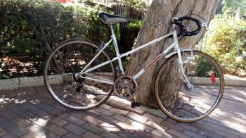 WHITE VINTAGE BECIDAN 12 SPD ROAD BIKE FRESHLY PAINTED-TUNED 100% - ₪900 condition: excellent make