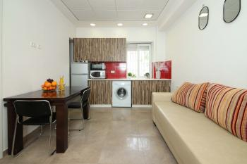 REDUCED PRICE!! THE CHAMPION: Amazing 2 room Apartment in City Center