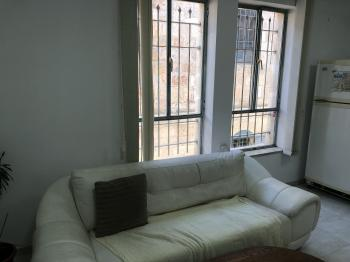 Furnished 1 bedroom apt in Nachlaot
