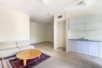 3 rooms for sale in Baka