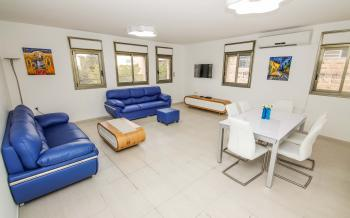 THE AZURE - CLEAN, SPACIOUS 3 BR On YEHUDA STREET
