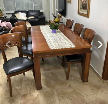 Gorgeous Dining room table with 6 chairs, opens to huge