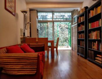 A beautifully renovated 3 room apartment for sale in the Greek Colony