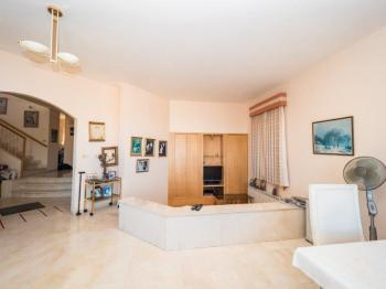 Private Home in Efrat