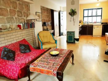 ~JerusaVacation~Boutique Apartment in Nachlaot. Single/couple