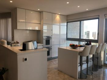 Stunning 5 Room Unit in a Luxury Building