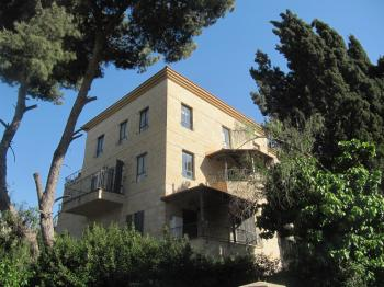 Building for rent in Arnona close to Caspi and Abu tor