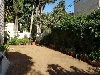 Garden apartment for rent in rehavia