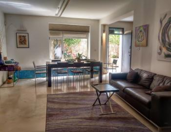 A beautiful spacious 3 room garden apartment for rent in the heart of Recavia!