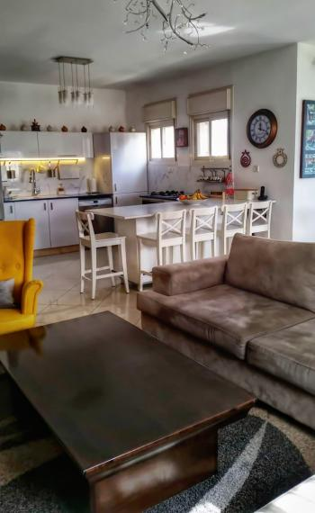 A beautiful renovated 5 room apartment for sale in Mekor Chaim