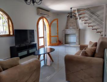 A beautifully renovated 6 room duplex with lots of character for rent in Abu Tor
