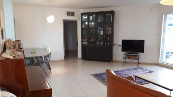 5.5 Room Apartment In Rabbi Akiva- Netanya, A Minute From The Sea.