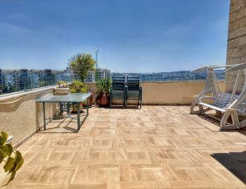 A beautiful unique 5 room Penthouse for rent in Ramat Sharett!
