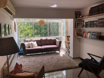 Beautiful & Renovated 3 bedroom Vacation Rental located in Central Ramat Eshkol