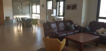 FOR RENT immediately-Penthouse In Efrat�Tamar neighborhood�6 rooms,3 restrooms,Not furnished
