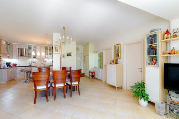 A bright renovated 5 room apartment for sale in Arnona!
