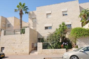 Luxury villa with 2 units for sale in Givat Ze'ev!