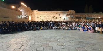 WOW! 104-Year-Old Holocaust Survivor Celebrates Birthday at Western Wall With 400 Descendants