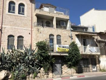 Renovated Building Split into 4 Apts. in Nachlaot!