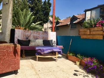 Nachlaot/Shaarei Chesed sublet Sept 9-29 (flexible)