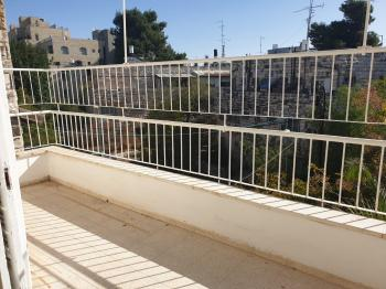 For Sale in Jerusalem 4 Rooms in the Center City