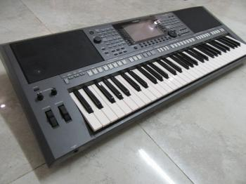 Professional Yamaha Keyboard