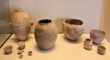 Electrician stops car on northern Israeli road, finds 4,500-year-old dagger and burial vessels