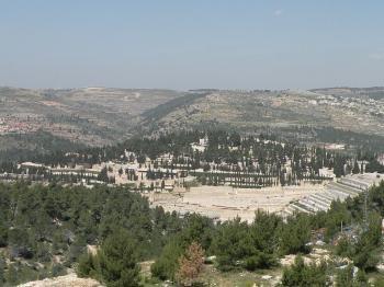 Har HaMenuchos Cemetery in Yerushalayim Gets A Face Lift