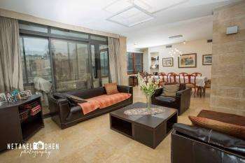 Stunning luxurious apartment in a terrific location