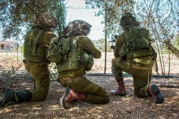 Worst-injured Israeli soldier in 2009 Gaza war marries in emotional ceremony