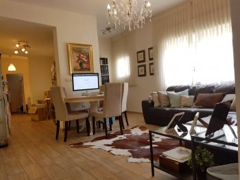 Rechavia, renovated, furnished Student apartment