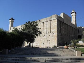 Transport Ministry provides free shuttle to Cave of Patriarchs