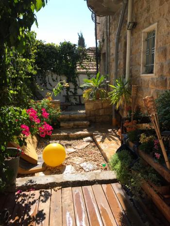 Abu Tor garden apt