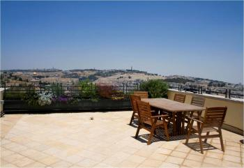 Bargain,spacious apartment, breathtaking views of Jerusalem's Old City