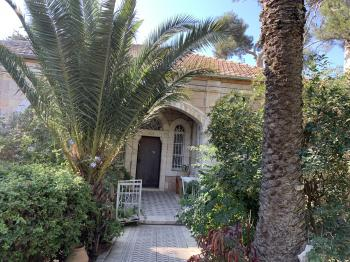 Charming Garden apt for rent in Abu Tor
