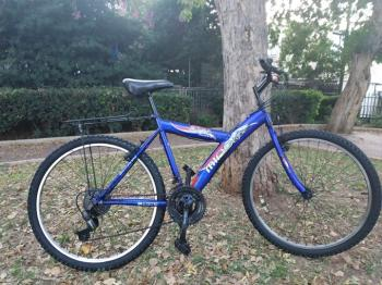 21 speed mt bike  size m brakes and gears tuned brand new ball bearings in central axle includes ra