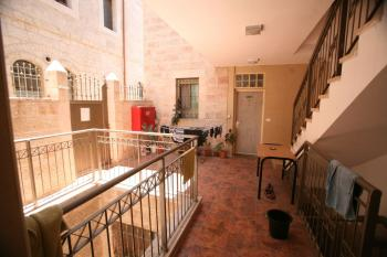 SUPER SPOT NEXT TO THE SHUK FOR RENT